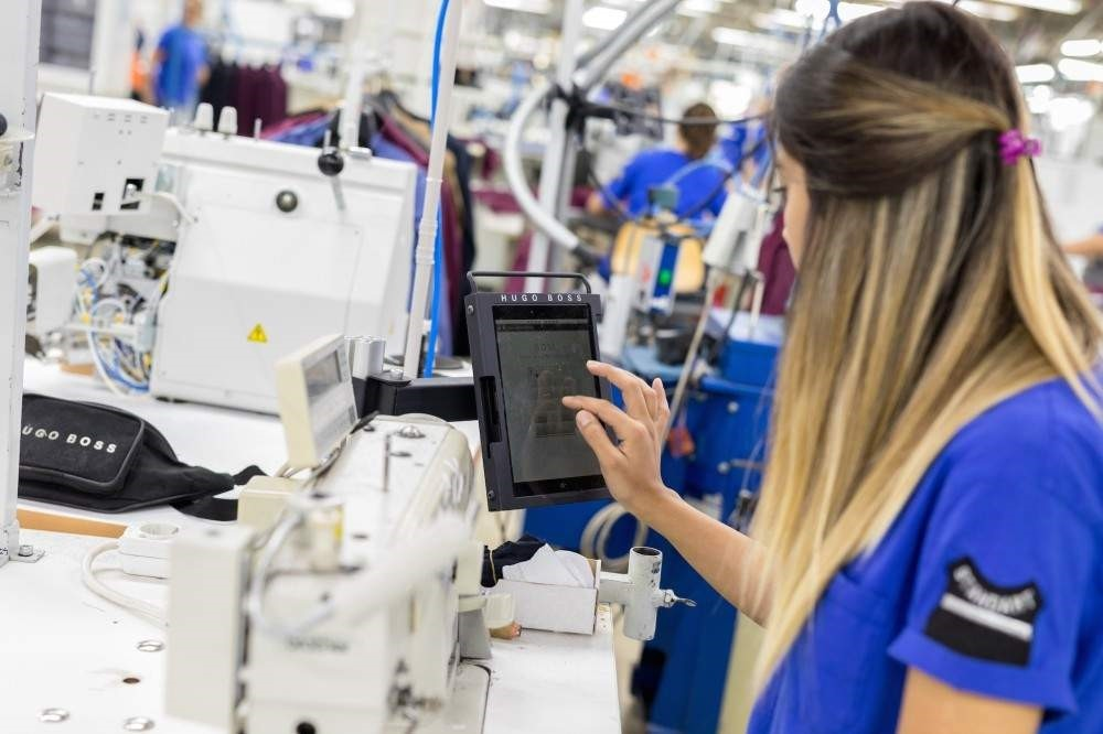 The Hugo Boss factory takes its power from artificial intelligence.