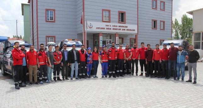 فريق الانقاذ الطبي الوطني التطوعي قبيل مغادرته إلى عفرين (الأناضول)