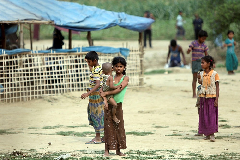 Rohingya people who fled from their towns after the violence in the state of Rakhine, are seen behind a fence on the border line outside Maungdaw, Myanmar March 31, 2018. Picture taken March 31, 2018. (REUTERS Photo)