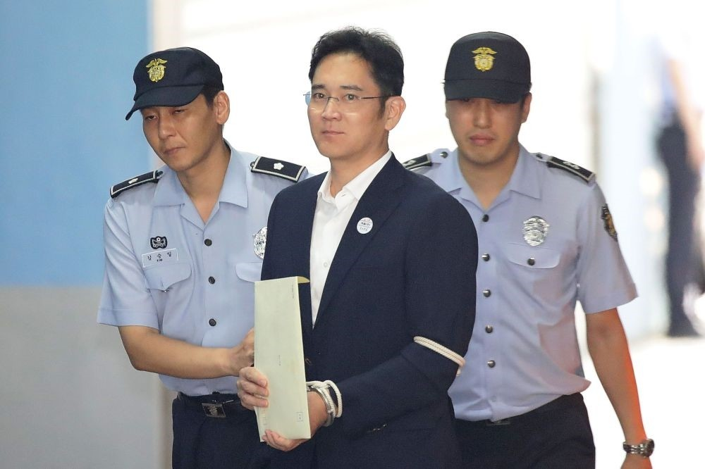 Samsung Group heir Lee Jae-yong arrives at Seoul Central District Court in Seoul on Aug. 25.