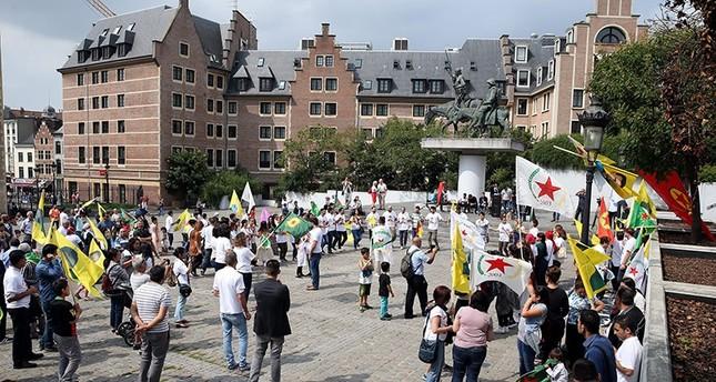 أنصار بي كا كا الإرهابي يحتفلون في العاصمة البلجيكية بروكسل بذكرى تنفيذ أول عمل إرهابي في تركيا في 15 أغسطس 1984