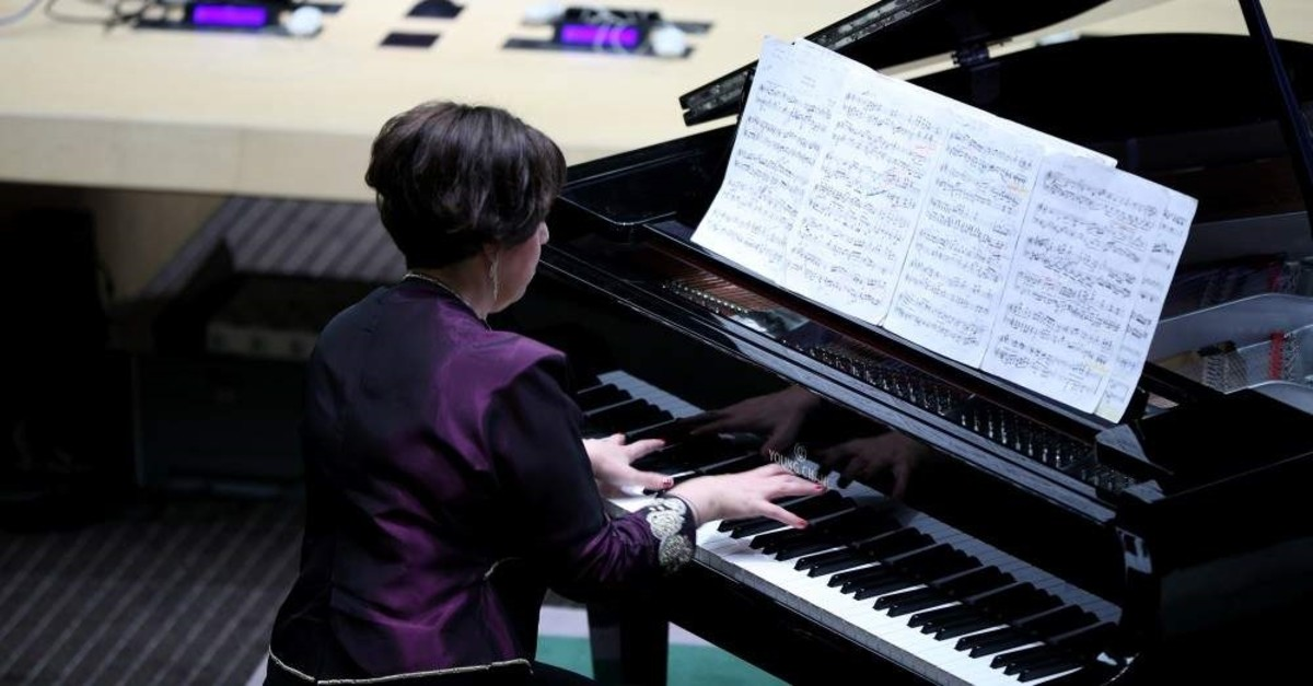 Renan Koen put on an outstanding performance at the U.N. headquarters to commemorate the victims of one of the darkest chapter of human history. (AA Photo)