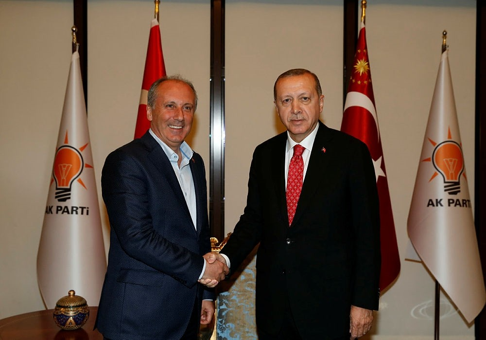 President Recep Tayyip Erdogan, right, and presidential candidate for the main opposition Republican Peopleu2019s Party (CHP) Muharrem Ince shake hands as they pose for a photo during their meeting in Ankara, Turkey, May 9, 2018. (AA Photo)