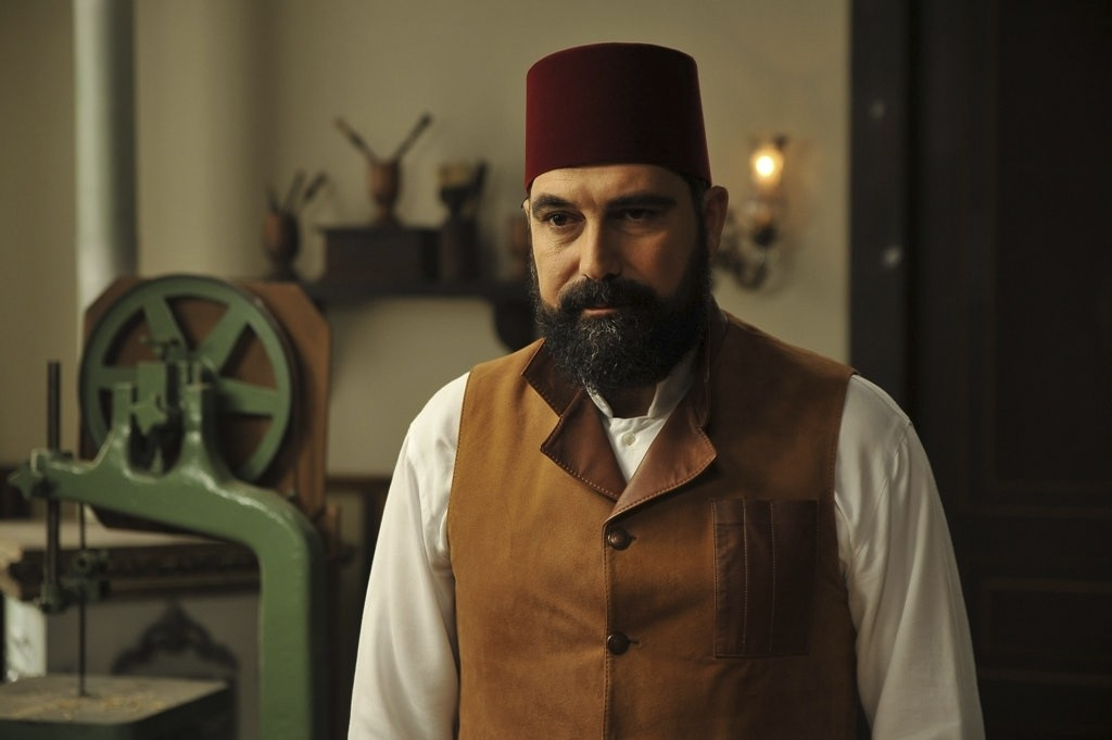 A still from the series shows Sultan Abdu00fclhamid, played by Bu00fclent u0130nal.