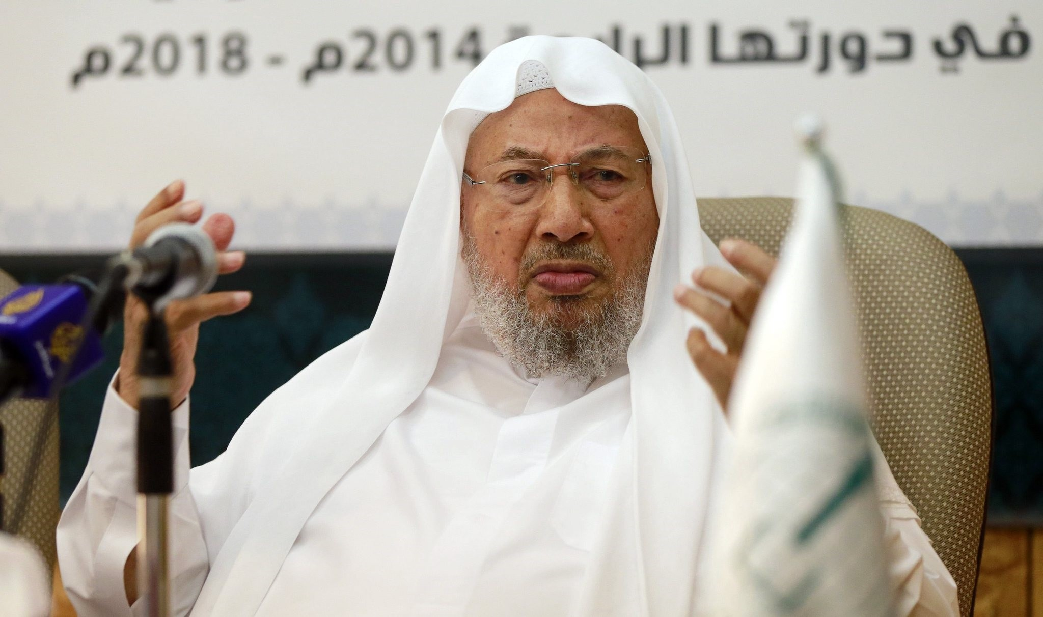 Chairman of the International Union of Muslim Scholars Youssef al-Qaradawi (R) speaks during a news conference in Doha June 23, 2014. (Reuters Photo)