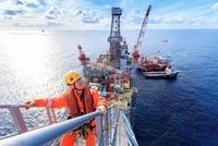 النفط يهبط إلى أدنى مستوى له خلال 2018 وسط مخاوف تخمة المعروض
