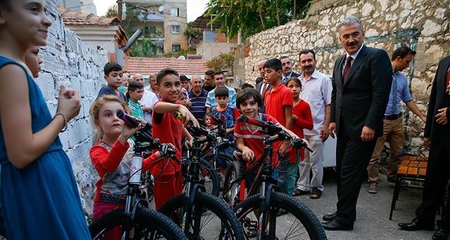 أردوغان يهدي دراجات هوائية لأطفال سوريين في إزمير