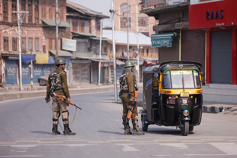 Indian police officer stop an auto-rickshaw after Kashmiri separatists called for a day-long strike against the recent killings in Kashmir, in downtown Srinagar, India, April 2, 2018. (Reuters Photo)