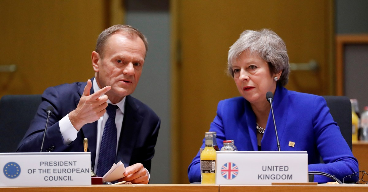 British Prime Minister Theresa May (R) and European Union Council President Donald Tusk during the extraordinary EU leaders summit to finalise and formalise the Brexit agreement in Brussels, Belgium November 25, 2018. (REUTERS Photo)