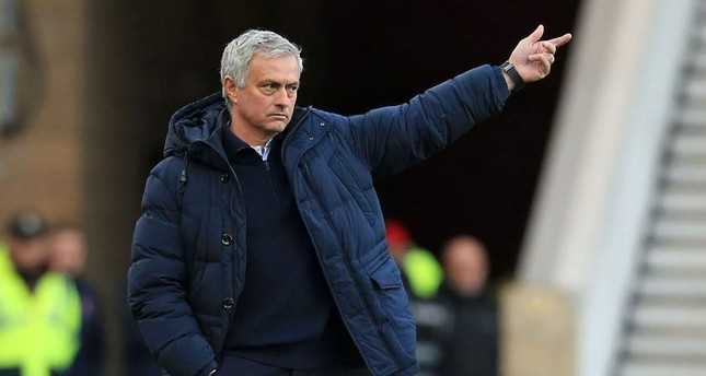 Mourinho gestures on the touchline during the FA cup match against Middlesbrough, Jan. 5, 2020. AFP Photo