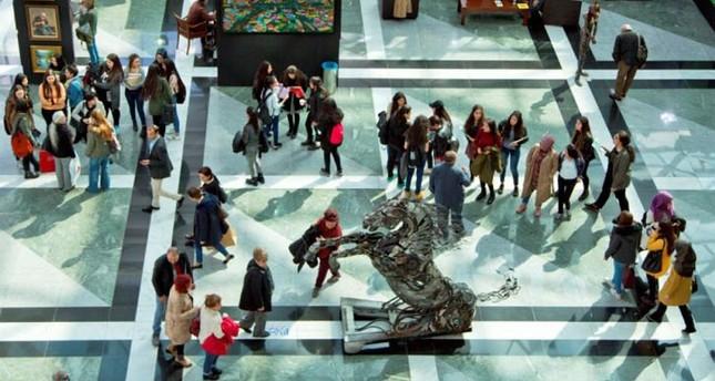 حضر المعرض العام الماضي أكثر من 43.000 شخصاً بمشاركة أكثر من 3000 عمل لحوالي 650 فنانًا من جميع أنحاء العالم