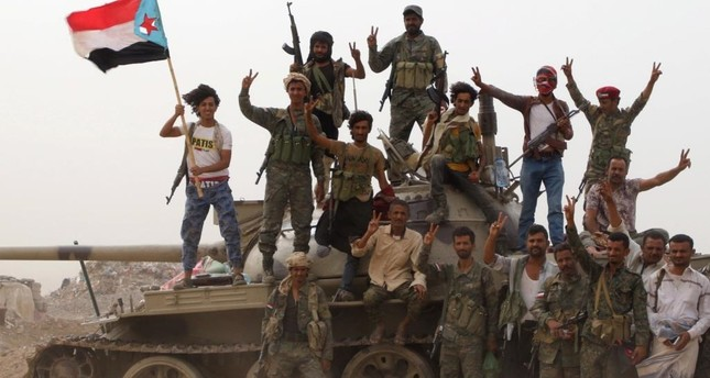 الحكومة اليمنية تحمل الإمارات مسؤولية انقلاب عدن وتطالبها بوقف دعمها للقوات الانقلابية