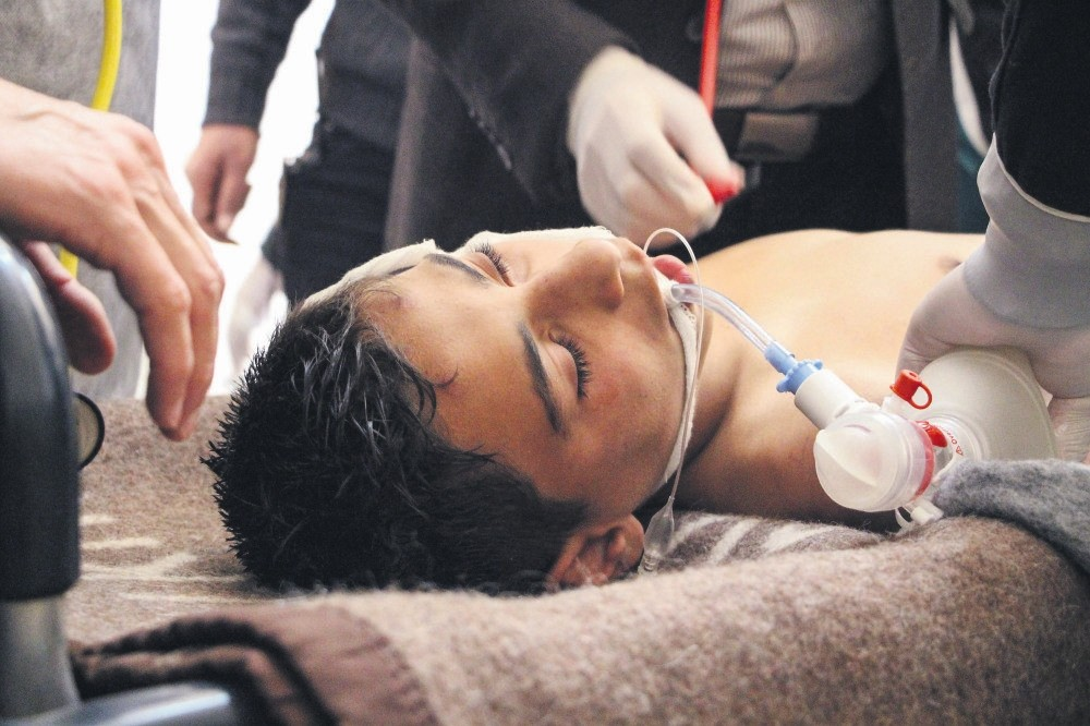 A Syrian victim receives treatment after an alleged chemical attack at a field hospital in Saraqib, Idlib province, northern Syria, 04 April 2017. (EPA Photo)