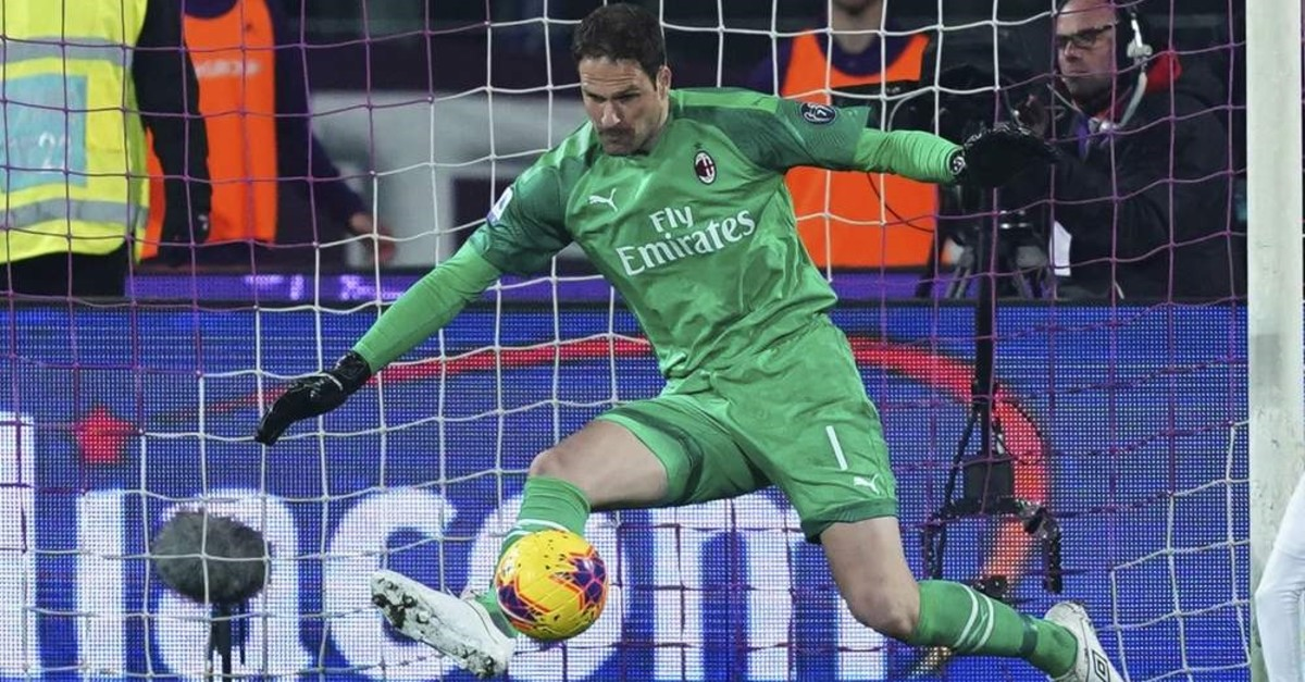 Milan's goalkeeper Asmir Begovic in action against Fiorentina, during the Italian Serie A soccer match in Firenze, Italy, Feb. 22, 2020. (AP Photo)