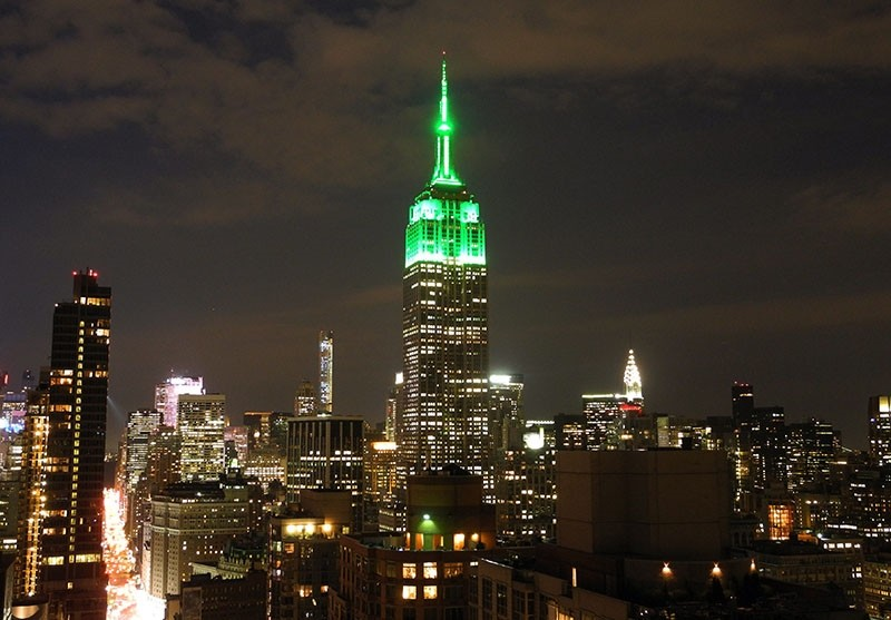 The Empire State Building is lit in green July 17th, 2015 in New York City to celebrate the Eid al-Fitr holiday that marks the end of Ramadan. (AFP Photo)