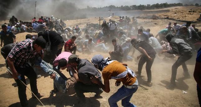 الجيش الإسرائيلي يكثّف إطلاق النيران تجاه المتظاهرين قرب حدود غزة ويقصف موقعاً لحماس