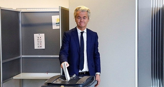 Dutch far-right leader Wilders drafts bill to ban dual citizens from voting, candidacy