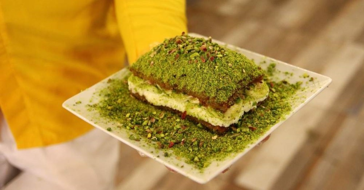 Su00fczerer's multi-layered ,pillow dessert, combines traditional Turkish flavors with indulgent textures. (AA Photo)
