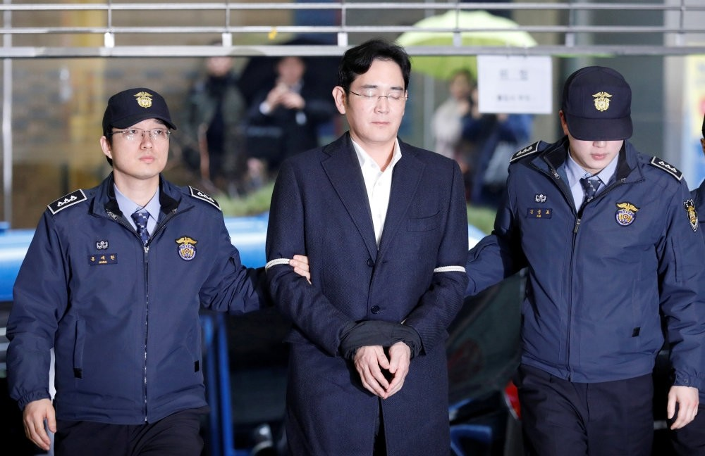 Samsung Group chief, Jay Y. Lee arrives at the office of the independent counsel team in Seoul. (Reuters Photo)