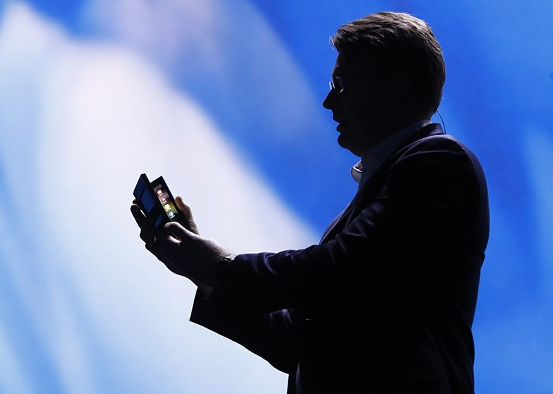 Justin Denison, Samsung Electronics senior vice president of Mobile Product Marketing, speaks at unveiling of new foldable screen smart phone, during the Samsung Developers Conference in San Francisco, California, Nov. 7, 2018. (Reuters Photo)