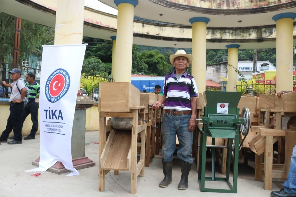 A Mayan farmer poses with equipment donated by Tu0130KA.