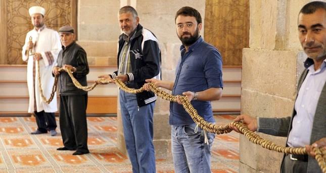 تركيا.. مسبحة عملاقة عمرها 700 عام تجذب المصلين في رمضان