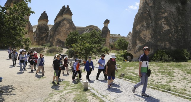 Thousands of Chinese tourists flock to Turkey's Cappadocia