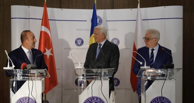 تشاوش أوغلو: اقترحنا وقف الهجمات على إدلب والعمل معا للقضاء على الجماعات الإرهابية