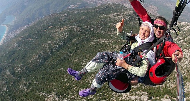 Paragliding grandmother becomes internet sensation