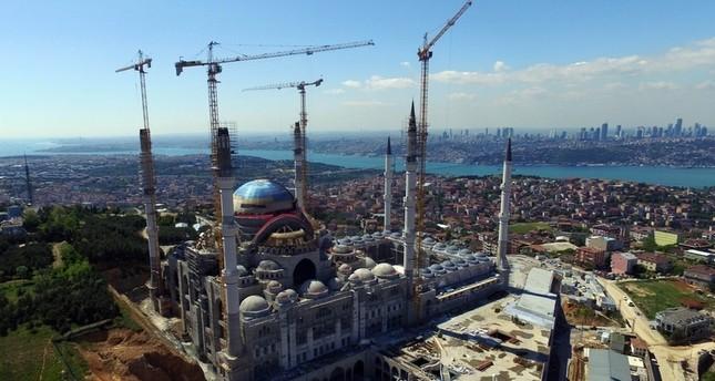 أكبر مسجد في تاريخ تركيا يفتح أبوابه للمصلين في ليلة القدر