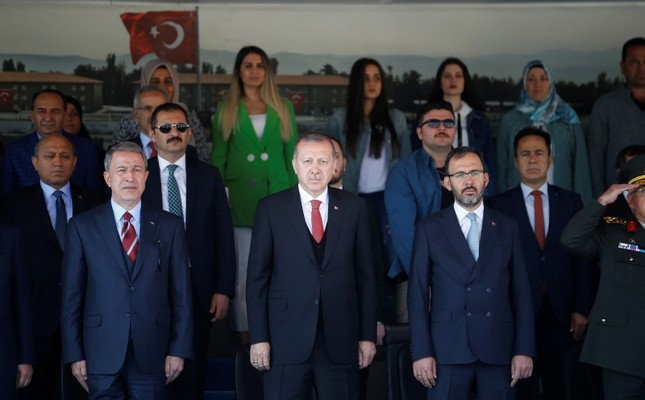 President Recep Tayyip Erdoğan (C), joined by Defense Minister Hulusi Akar (L) and Youth and Sports Minister Muharrem Kasapoğlu, attends a military graduation ceremony in Isparta, western Turkey, Oct. 12, 2018. (AA Photo)