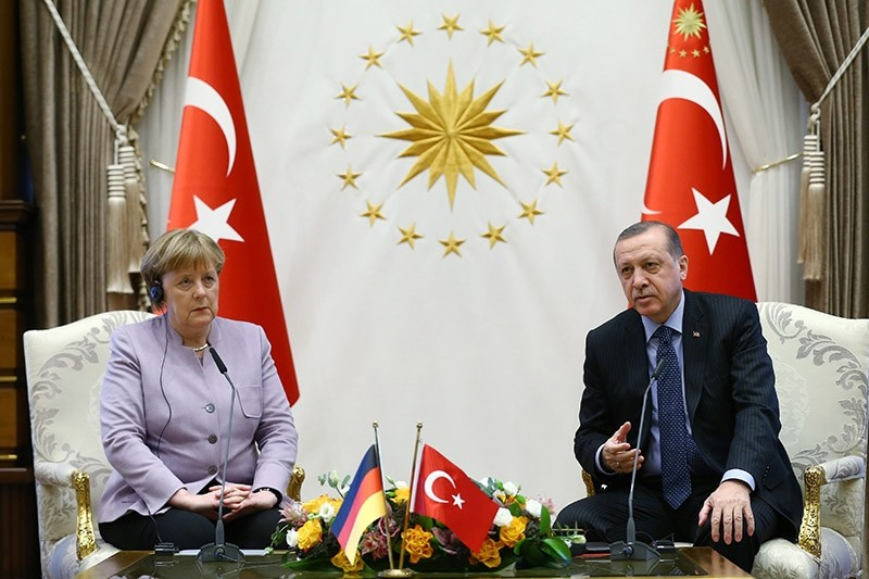 A handout photo made available by the Turkish President Press Office shows German Chancellor Angela Merkel (L) and Turkish President Recep Tayyip Erdogan (R) during their meeting in Ankara, Turkey, 02 February 2017. (EPA Photo)