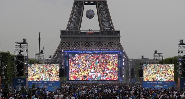 ترامب: باريس تفكر بإلغاء البطولة الأوروبية بسبب التهديدات.. وفرنسا تنفي