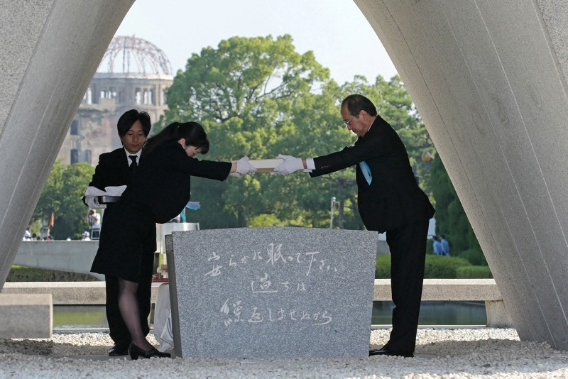 Hiroshima Mayor Kazumi Matsui (R) offers a new list of atomic bomb victims, including individuals who died since last year's anniversary from the side effects of radiation, during the 73rd anniversary memorial service on Aug. 6, 2018. (AFP Photo)
