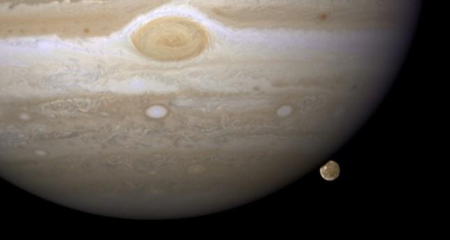 ناسا ترصد شواهد وجود مياه تحت سطح قمر كوكب المشتري