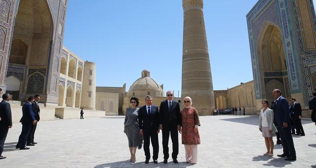 أردوغان يزور الأماكن التاريخية في بخارى