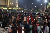 مصريون يتظاهرون ضد السيسي في ميدان التحرير وسط القاهرة (مواقع التواصل*