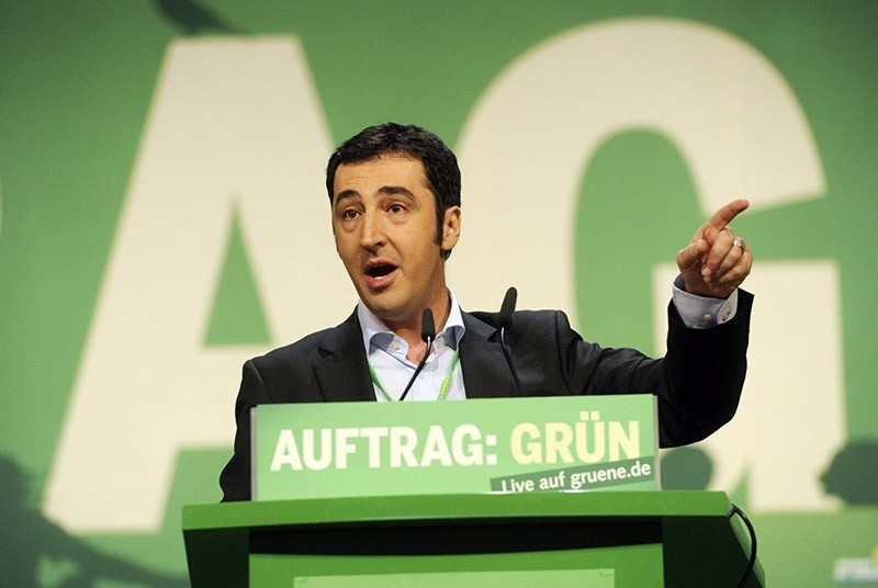 The Greens joint chairman Cem Ozdemir addressing the Greens federal delegates convention in Freiburg, Germany, 20 November 2010. (EPA Photo)