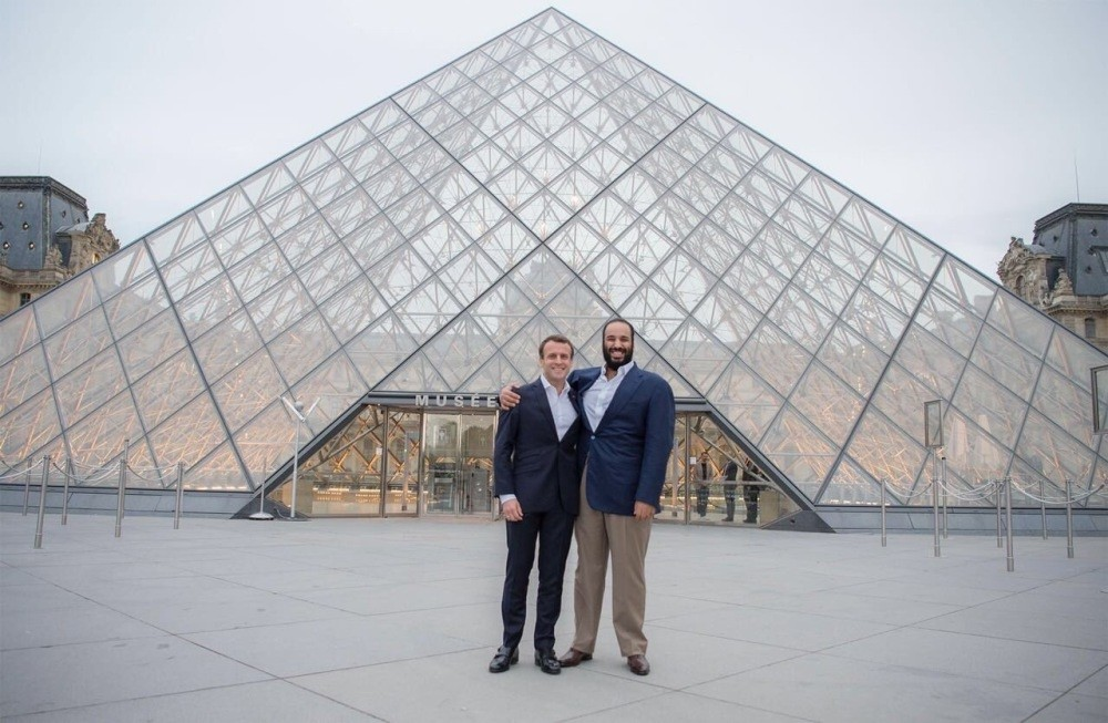 French President Macron (L) and Saudi Crown Prince Mohammad in front of the Louvre, Paris, April 8.