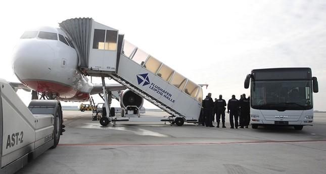 Abschiebung per Flugzeug in Leipzig (DPA Foto)