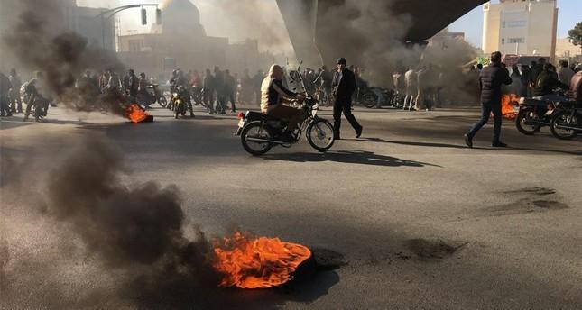إعلام مقرب من خامنئي يهدد بإعدام زعماء احتجاجات الوقود