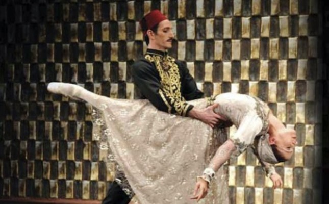 In the ballet, the dance of Murad V and his daughter is a remarkable scene.