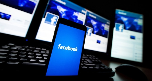 The loading screen of the Facebook application on a mobile phone is seen in this photo illustration taken in Lavigny May 16, 2012. (REUTERS Photo)