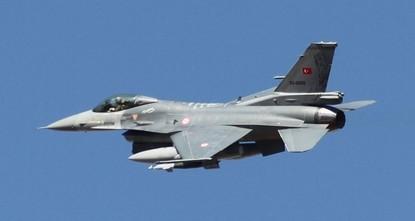 دمّرت مقاتلات تابعة لسلاح الجو التركي، مستودعات أسلحة وذخيرة ومخابئ لمنظمة