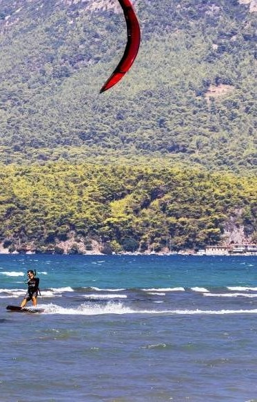 Kitesurfing is a popular sport in Akyaka thanks to its unique winds. (iStock)