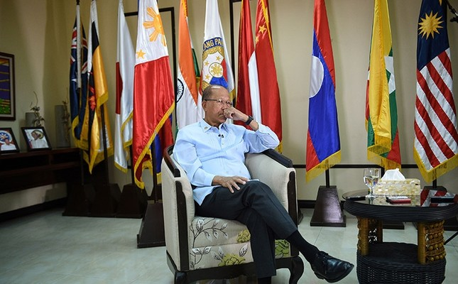 Philippine Defense Secretary Delfin Lorenzana takes part in an interview at the defence offices in Manila on Feb. 7, 2017. (AFP Photo)