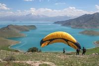Adrenalin in nature: Paragliding over Lake Van