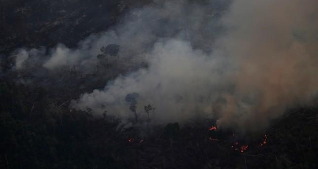 الرئيس البرازيلي مستاء من ماكرون بعدما دعا لمناقشة حرائق الأمازون في قمة السبع