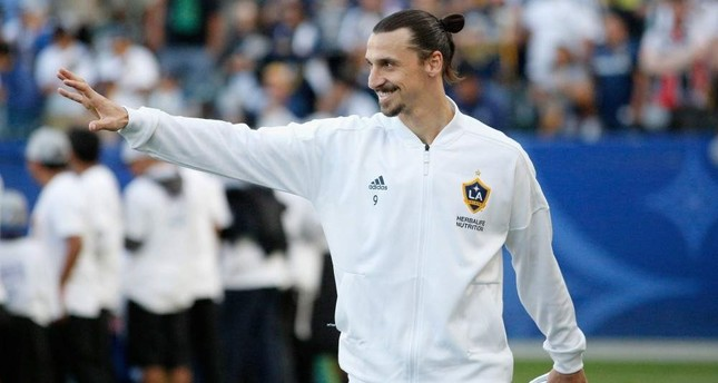Ibrahimovic waves to fans before a game against Sporting Kansas City, Carson, California, April 8, 2018. (AFP Photo)