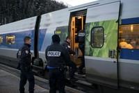 Nach einem umstrittenen Einsatz französischer Zollbeamter in Italien hat die Staatsanwaltschaft Turin am Sonntag Ermittlungen aufgenommen. Dabei gehe es unter anderem um Kompetenzüberschreitung und...